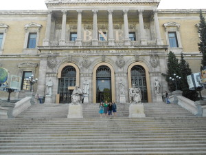 University of Mary Washington students in front of the Biblioteca Nacional in Madrid, Spain